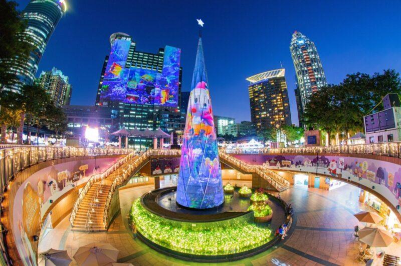 新北耶誕城最經典主燈是每年光雕秀必看表演之一